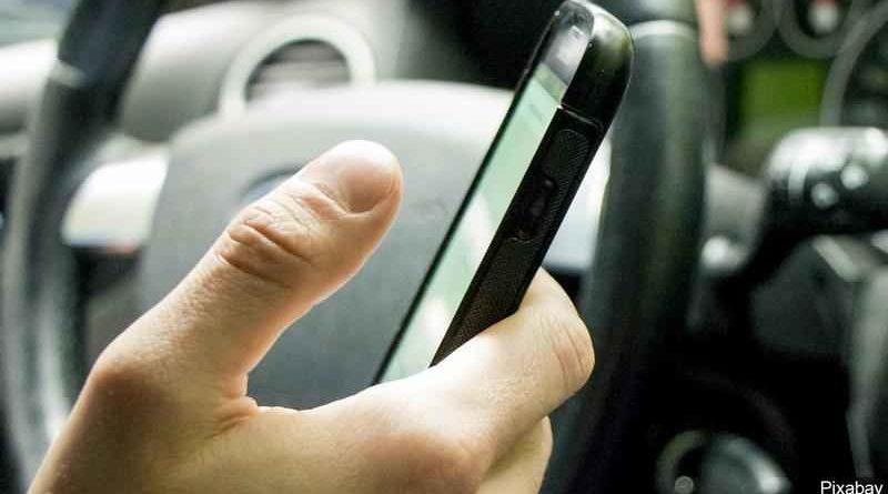 Popolna prepoved telefoniranja med vožnjo